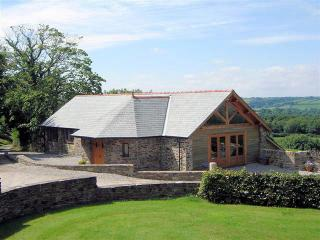 WAGOL Barn situated in Launceston (7mls NE)