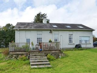 THE OLD SCHOOL HOUSE, pets welcome, en-suites, woodburner & open fire, detached,