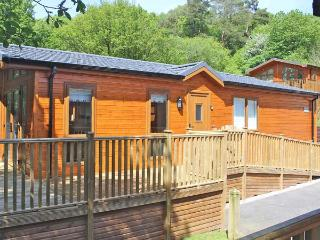 BLUEBELL LODGE, on-site swimming pool, WiFi, near Troutbeck Bridge