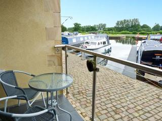 10 SWAN HOUSE, hiking, boating and golf nearby, off road parking, with balcony, near Carnforth, Ref 17552