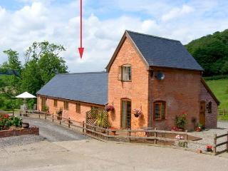 TALOG BARN, welcoming, pet friendly barn conversion, working farm, ideal walking and cycling spot, in Tregynon, Ref 18228