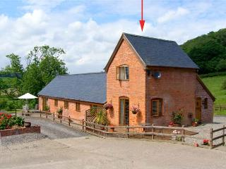 Y BWYTHYN, romantic, pet friendly cottage, en-suite, close walking/cycling, in Tregynon, Ref 18227