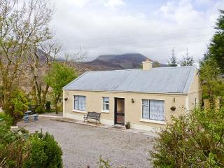 CARRAUNTOOHIL HEIGHTS, detached, en-suites, open fire, pet-friendly, Ref 912816, Glencar