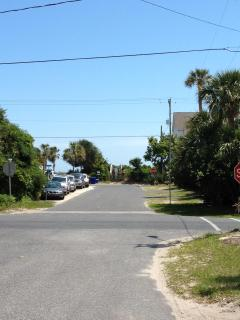 1 block to the beach access