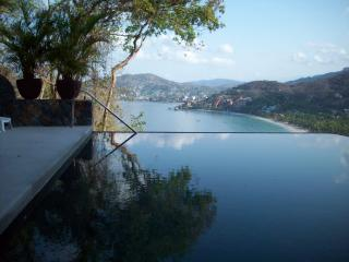 beautiful 3 bedroom condo in Zihuatanejo, Mexico