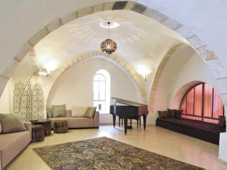 The Rova Arches — Historic Home in the Old City, Jerusalem