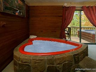 Romantic Seclusion in Pigeon Forge - Close To Everything!