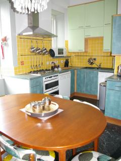 The well-equipped retro-chic kitchen diner