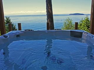 Beachside Waterfront Suites, Ocean View Hot Tub!, Sechelt
