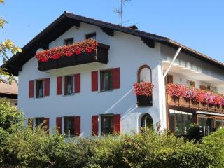 spacious,lovely 2-3 bedroom apartment near Fuessen, Hopferau