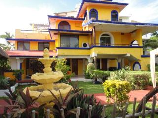 Casa Bonita de Isla-6 Bedroom Family Vacation Home