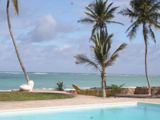 Baharini, book with Pool cottage for large groups!, Diani Beach