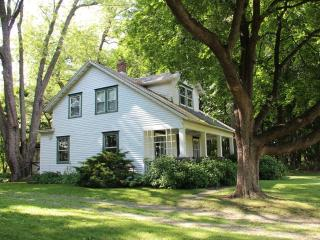 Near Rhinebeck and BARD - a Modern Country Classic