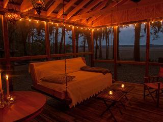 Romantic Creekfront Cabin- St Helena Island