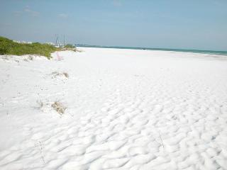 Excellent Location - Gulf/Beach View - Siesta Key