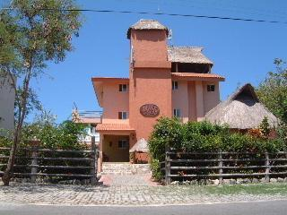 Beachfront Vacation Home sleeps 16-Casa Mimosa