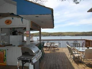 Great location for Fall Colors, Golf Groups, 8 BR', Lake Ozark