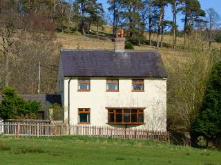 HARTAM HOUSE, open fire, off road parking, garden, in Falstone, Ref 15521