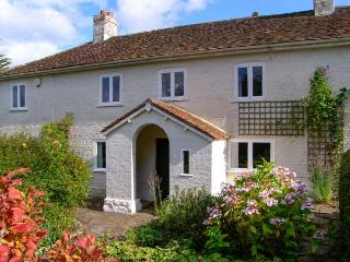 BROCKHAMPTON GATE, open fire, character features, large garden in Buckland Newton, Ref 19560