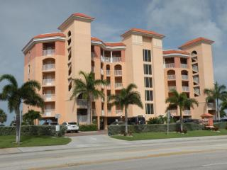 Stunning Sunsets in a 2BD/2BA Condo on the Gulf!