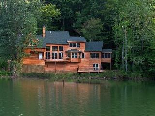 Lake Santeetlah House Nestled in Smoky Mountains