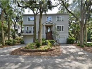 3 Minute Stroll to Beach, Private Pool & Spa, Close to Coligny Plaza