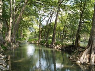 Spacious 3/2 Guadalupe River Condo @ Luxury Resort, New Braunfels