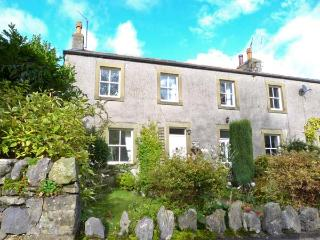 THE COTTAGE family-friendly cottage, WiFi, opposite village green, near to Settl