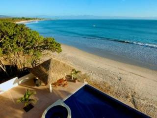 Absolute beachfront luxury condo w Infinity Pool., Punta de Mita