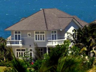 Spacious four-bedroom villa with ocean view surrounded by golf course