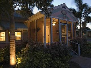 Gulfport Palm Cottage  - 3 houses from beach