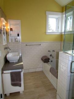 Private Master Bath - Soaking Tub/Her Sink