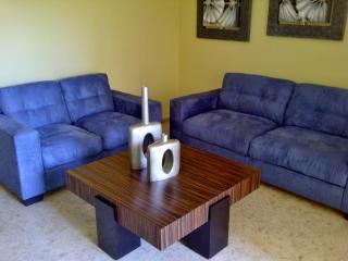Comfortable 2 Bedroom, in Bella Vista next to mall, Santo Domingo