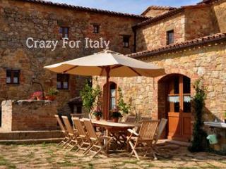 Newly restored Pienza Villa, beautiful, sleeps 15