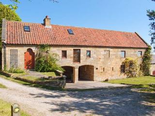 PEAT HOUSE, barn conversion, with off road parking, enclosed garden, near beach, in Robin Hood's Bay, Ref 17141