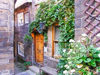 4 MARTINS ROW, character cottage in a central location, conservatory and patio, in Robin Hood's Bay, Ref 19583