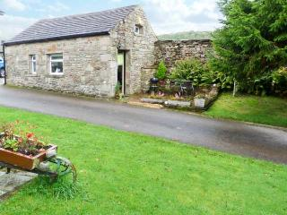THE BULL HULL, scenic walks, off road parking, private patio, in Hutton Roof, Re