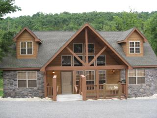 Beautiful  4 Bedroom Cabin is Gated Golf Community, Branson