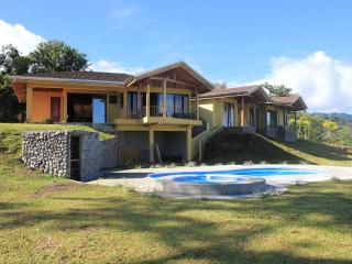 Luxury 3BR home overlooks Lake Arenal & Volcano