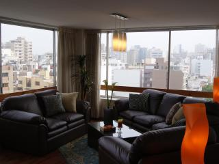 Stunning City & Ocean View - 2 Blocks to Larcomar, Lima