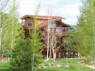 Sundance Bear Log cabin