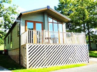 TAMARACK LODGE Hillcroft Park, Pooley Bridge, Nr Ullswater