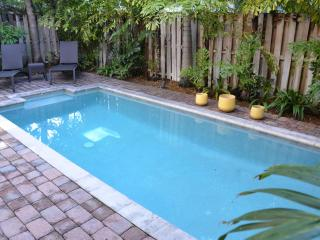 5 STAR HEATED POOL LAUD BY SEA HOME STEPS 2 BEACH!