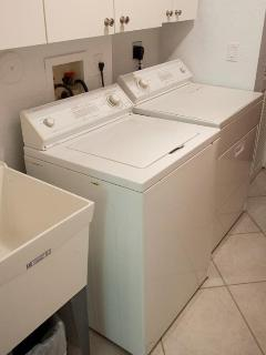 Large Walk-In Laundry Room w/Full Size Washer & Dryer