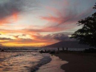 sunset at Ulua Beach