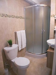 Bathroom off of each upstairs bedroom