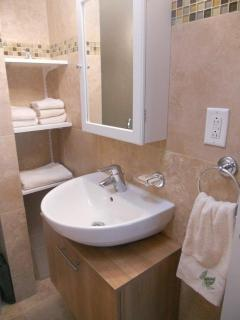 Additional picture of bathrooms off of bedrooms