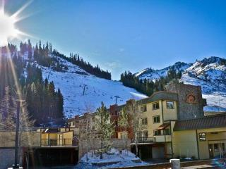 Ski in/ski out with fireplace, hot tub, lodge feel, Olympic Valley