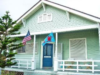 Great, Centrally located home only one block from the Beach!, Galveston