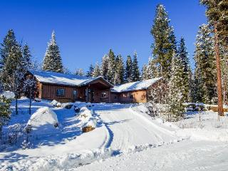 Quiet retreat with gourmet kitchen and custom furnishings, McCall